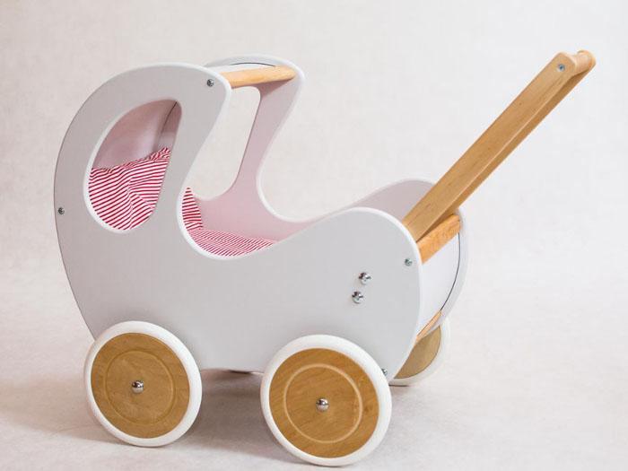 bebestragan-zabawki-drewniany-wozek-dla-lalek-retro-biel-polaczona-z-naturalnym-drewnem-01